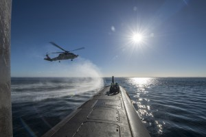 A Seahawk helicopter conducts a forward passenger transfer with HMAS Rankin inside Cockburn Sound, WA.
