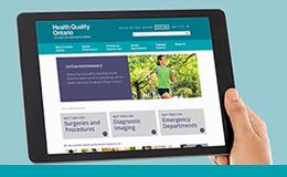 Une tablette présentant la page Web des temps d'attente de Qualité des services de santé Ontario