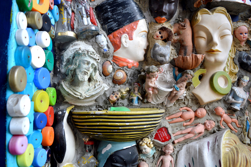 Detail of the mosaic wall in the porch of the House of Dreams. Photo: stephenwrightartist.com