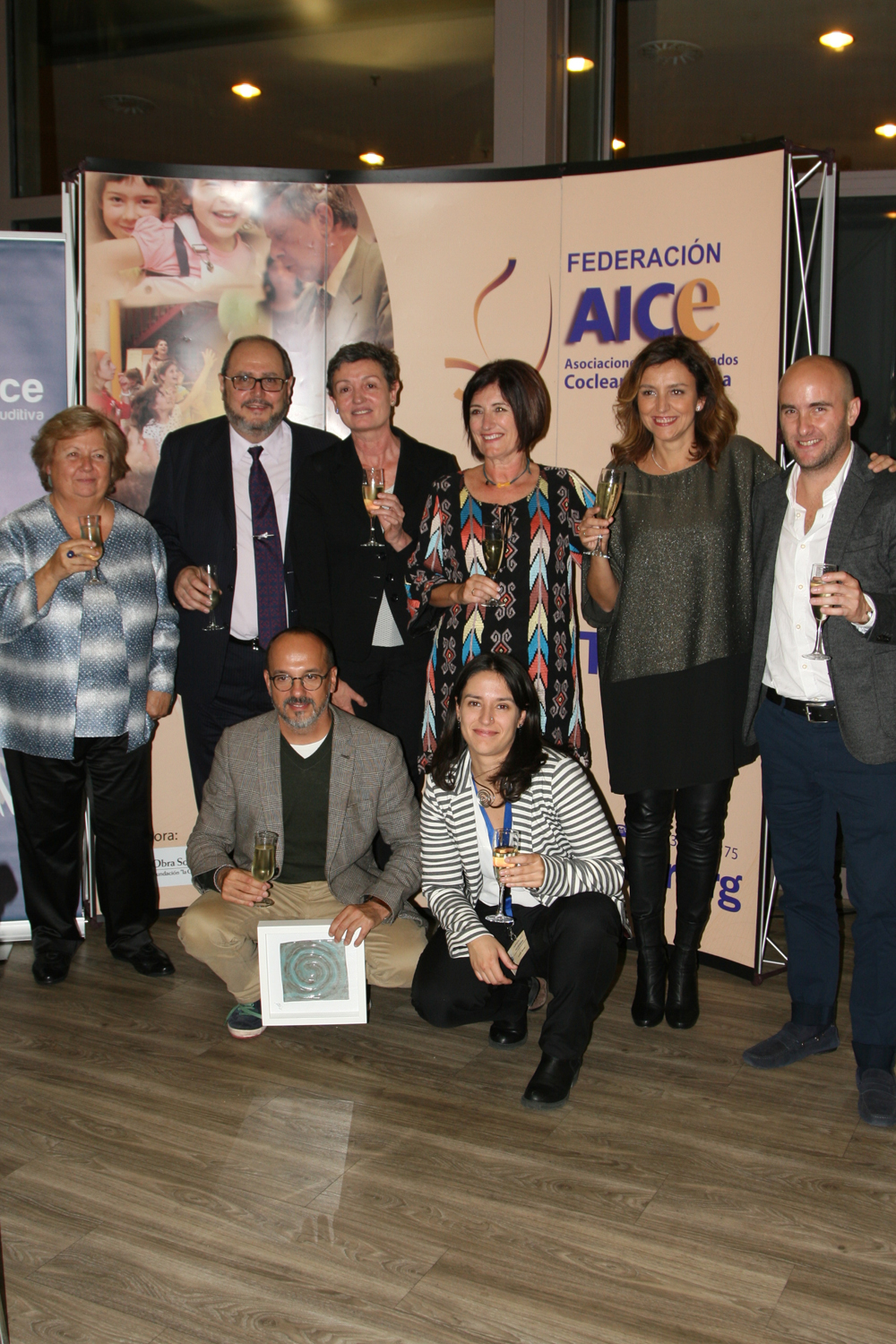 From left to right: Glòria Salvadó, Joan Zamora, Dra. Nuria Miró, Mª del Puerto Gallego, Cristina Espinosa and Carlos Alaiza. Lower row: Carles Campuzano y Lucía Aznar