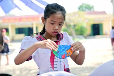 A girl makes a model of the globe