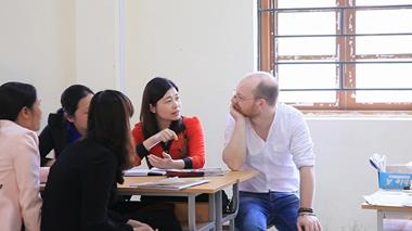 Trainer and trainees discuss teaching methodologies in Vietnam