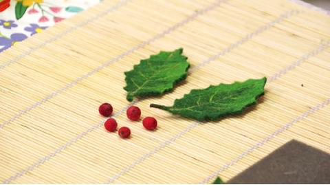 Making Holly leaves and Berries with Gillian Harris