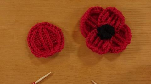 Knitting a Remembrance Poppy from Rosee Woodland