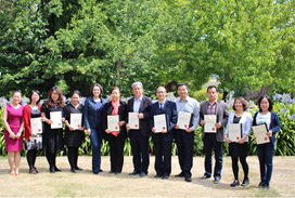 Guangzhou Maritime University staff with course completion certificates