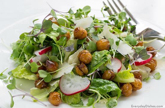 Microgreens Salad with Roasted Chickpeas
